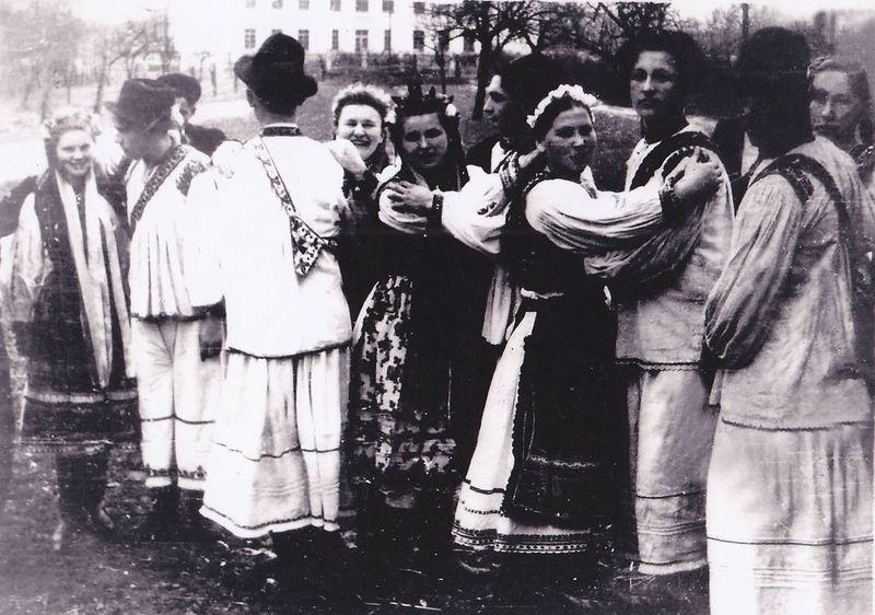 Традиційний одяг Закарпаття. Онлайн школа української вишивки Prekrasa Studio